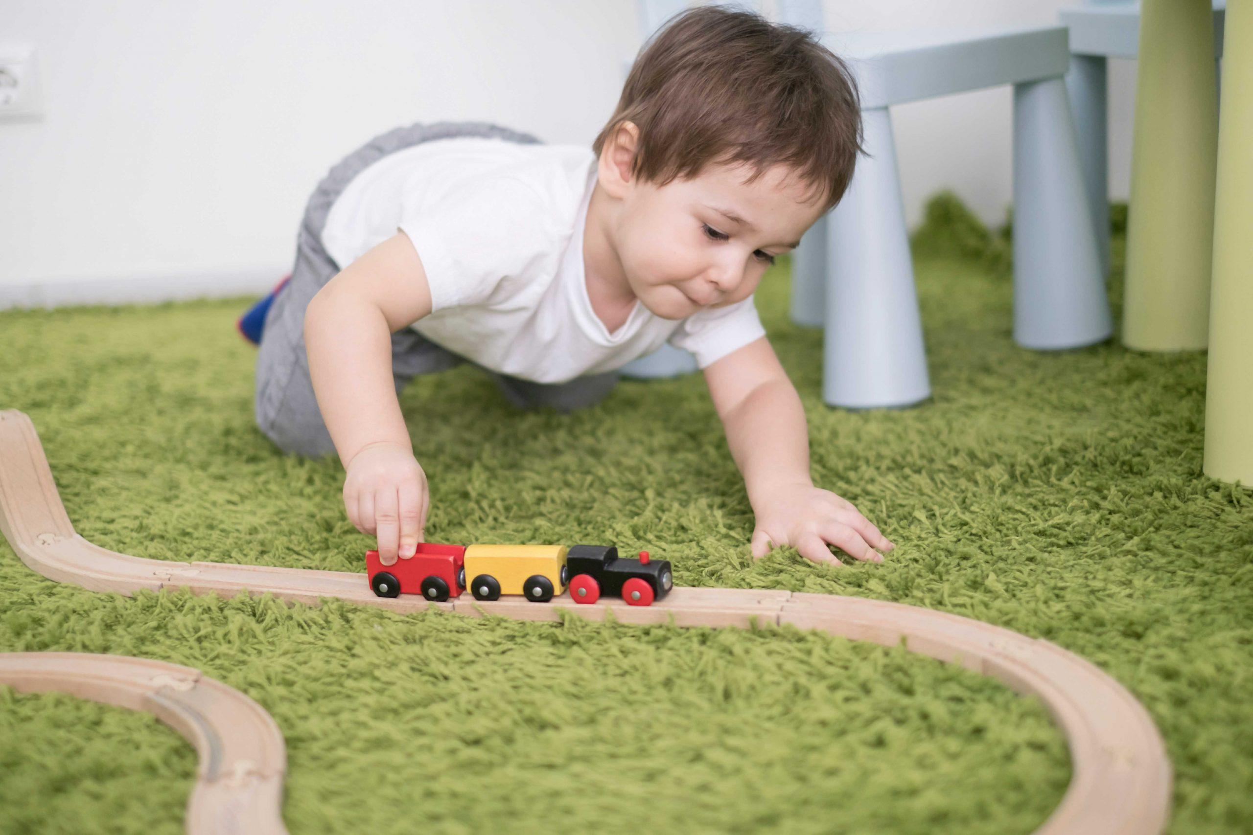 האם ילדים עם אוטיזם עשויים לפתח כישורים חברתיים תקינים?